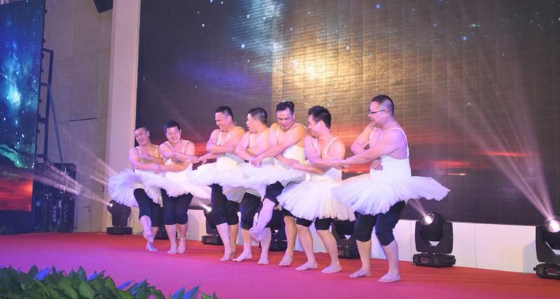 舞蹈:《天鹅湖》